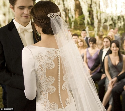twilight_Breaking_Dawn_Bella_Edward_Wedding